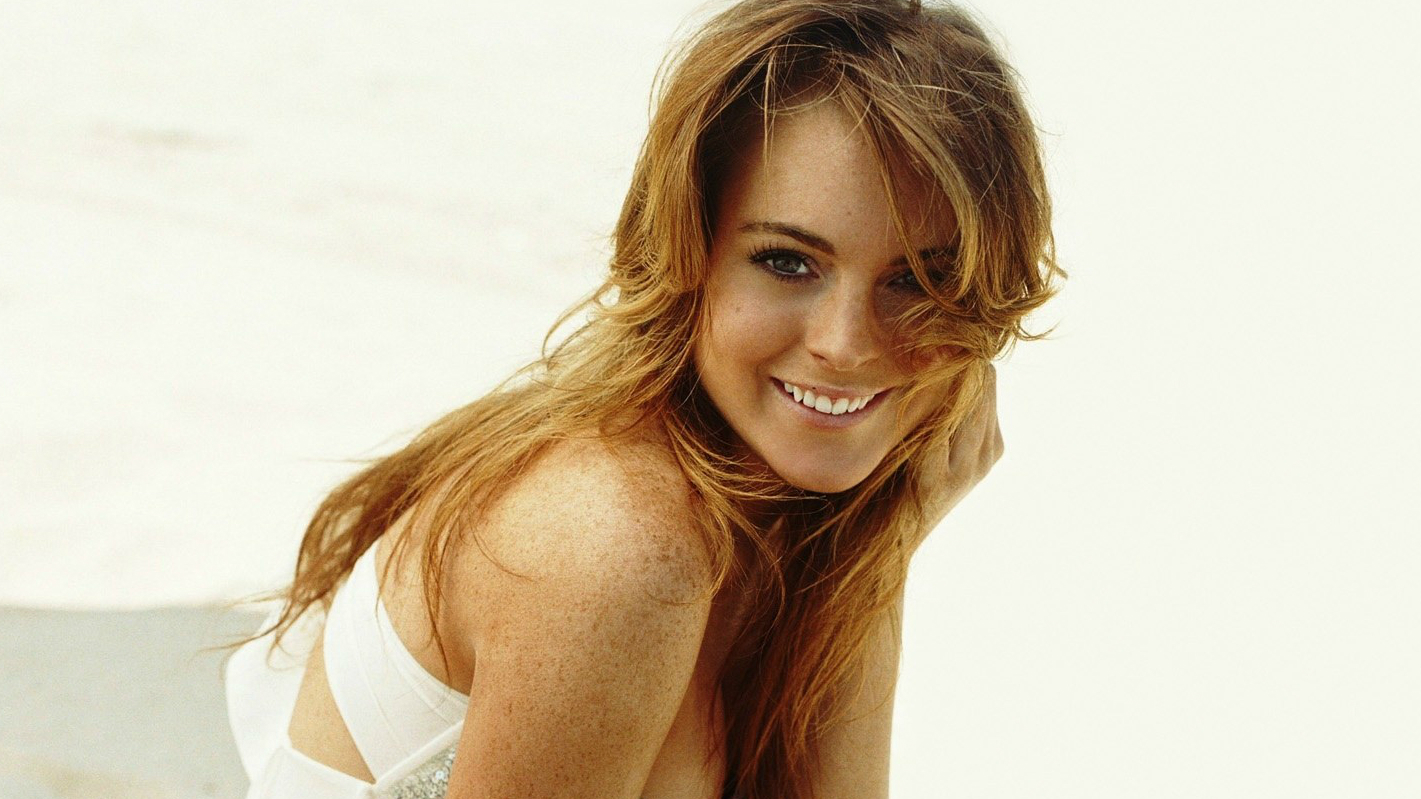 lindsay_lohan_smile_wallpaper.jpg